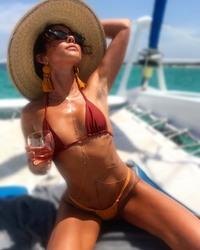 Sarah Hyland Hot Bikini Pics - 7/22/18 Instagram