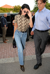 Kendall Jenner - Out in Milan 9/20/2018 8fd7d1981300334