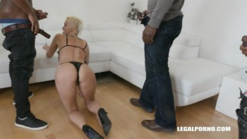 Mini gangbang for Mila Milan - 4 black guys cum all over her IV143 (09.03.2018) 1080p