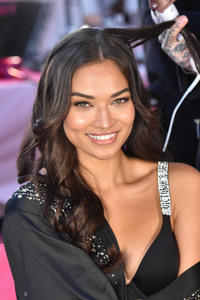 Shanina Shaik - 2018 Victoria's Secret Fashion Show in NYC 11/8/2018 9f8b7d1026215034