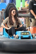 Sarah Hyland - Filming Modern Family in Santa Monica 10/2/18