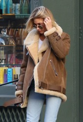 Hailey Baldwin - Leaving Cutler Hair Salon in NYC 12/11/18