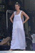 Amber Heard - Cleaning her garage in LA 7/30/2018 41d8a1932678684