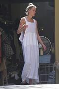 Amber Heard - Cleaning her garage in LA 7/30/2018 2f13e1932677604