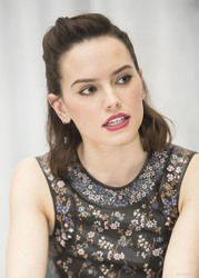 """Daisy Ridley - """"Star Wars: The Force Awakens"""" Press Conference 2015"""
