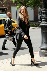 Alicia Silverstone - Out in NYC 6/11/18