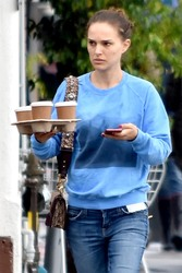 Natalie Portman - Getting coffee in Los Feliz 3/22/18