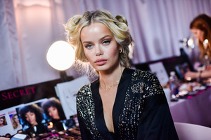 Frida Aasen - 2018 Victoria's Secret Fashion Show in NYC 11/8/2018 2ee51f1026199964