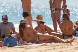 Izabel Goulart in Bikini candids on the beach in Fernando de Noronha 01/03/201884019a707994823
