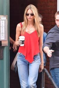 Martha Hunt - seen leaving Taylor Swift's home in NYC - 07/13/2018 87b7ae920589754