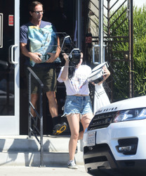 Ariel Winter - Buying dog food in LA 9/8/18