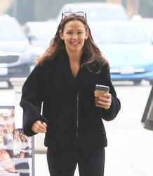 Jennifer Garner - Getting coffee in LA 4/24/18