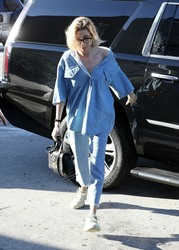 Hailey Baldwin - Out for lunch in Studio City 1/9/19