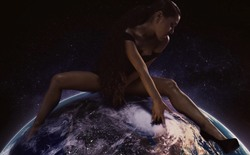 Ariana Grande - 'God Is A Woman' Music Video Preview Pic (2018)