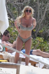 Jessica Simpson Wearing a Bikini at a Beach in The Bahamas - 4/27/18