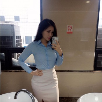 「OL襯衫緊繃到爆」的女PMSummer度假去旅館擺惑姿勢讓工程師上班一樣分心