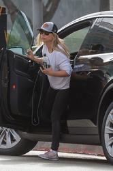 Sarah Michelle Gellar - Leaving the gym in LA 8/27/18
