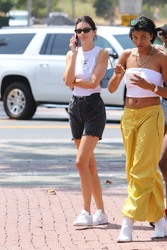 Kendall Jenner - At the Malibu County Mart 8/24/2018 2654cc955583634