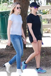 Reese Witherspoon & Ava Phillippe - At the LA Marathon 3/24/19
