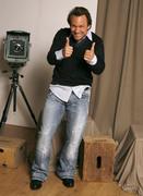 Кристиан Слэйтер (Christian Slater) Jeff Vespa Photoshoot 2006 (8xHQ) 4662661353937848