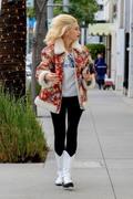 Gwen Stefani -          Beverly Hills December 23rd 2019.