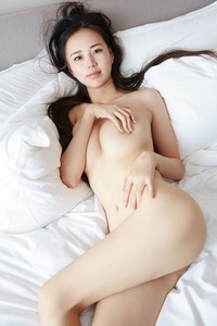 Yisiyan 伊素妍