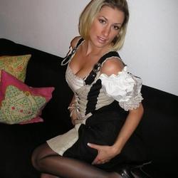 Blonde Deutsche Frau macht geile Nacktbilder von sich