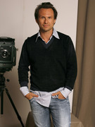 Кристиан Слэйтер (Christian Slater) Jeff Vespa Photoshoot 2006 (8xHQ) 8d7d071353937883