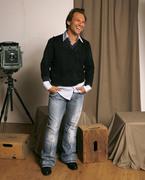 Кристиан Слэйтер (Christian Slater) Jeff Vespa Photoshoot 2006 (8xHQ) 2bb34f1353937827