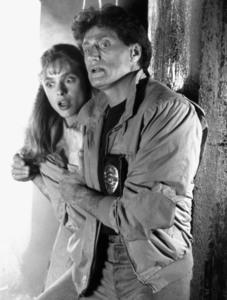 """НЕЧТО ИЗ ДРУГОГО МИРА / Something Is Out There (1988) Мэриам Д""""Або ,Джо Кортезе F1f5fb1370772164"""
