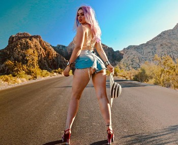 Skye Sweetnam - Booty In Jean Short Shorts At Red Rock Canyon National Conservation Area - Clark County, Nevada - Instagram Pic - August 10, 2019