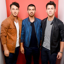 Jonas Brothers 8e8dbe1344639305