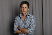 Роб Лоу (Rob Lowe) Amy Sussman Photoshoot 2012 (18xHQ) 80221c1348406276