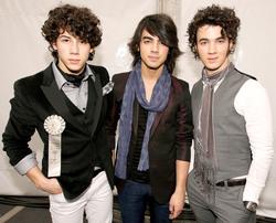 Jonas Brothers B095211344639295