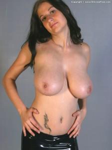 https://thumbs2.imagebam.com/a7/80/bd/df47f81328936661.jpg