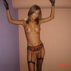 Horny Polish woman likes to show herself naked