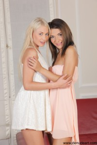 Alexis Brill Alexis & Lindsey - Hot Meeting