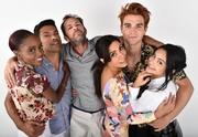Люк Перри (Luke Perry) Comic-Con Photoshoot 2018 (5xHQ) F512571353982228