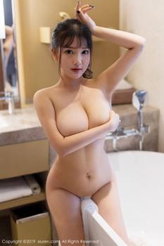 广州漫展露内衣内裤的争议福利姬 小尤奈