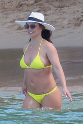 Britney Spears in a Bikini at a Beach in Hawaii - 9/10/19