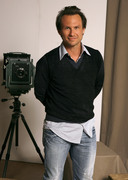 Кристиан Слэйтер (Christian Slater) Jeff Vespa Photoshoot 2006 (8xHQ) B2f44c1353937856